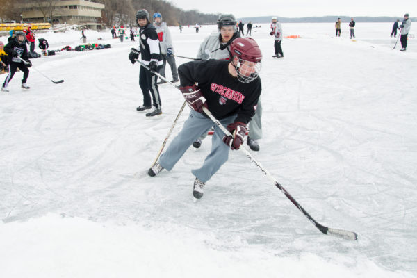 Pond Hockey image 1